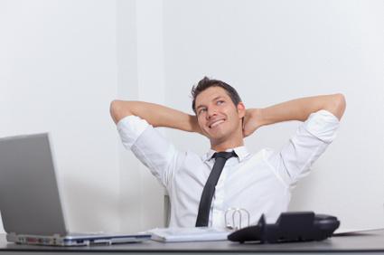 Ein Wirtschaftsberater an seinem Arbeitsplatz