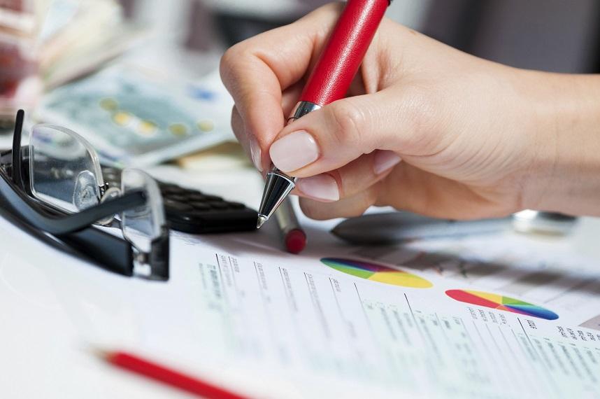 Versicherungverträge werden unterschrieben